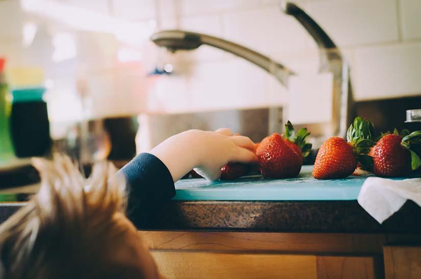Cómo mantener una alimentación sana y equilibrada en los niños