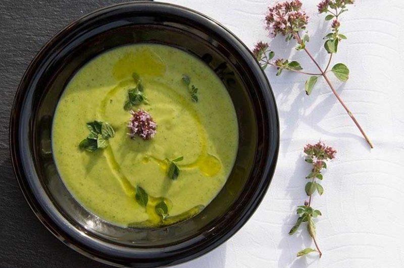Receta de gazpacho verde de aguacate y pepino