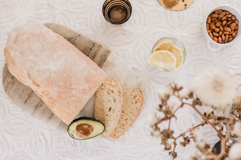 ¿Cuánto tiempo debo amasar la masa de pan a mano?