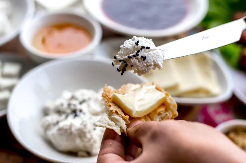 Receta de crema de queso de Torta del Casar y requesón