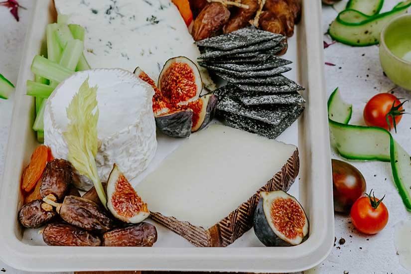 Los mejores alimentos para acompañar una selección de quesos